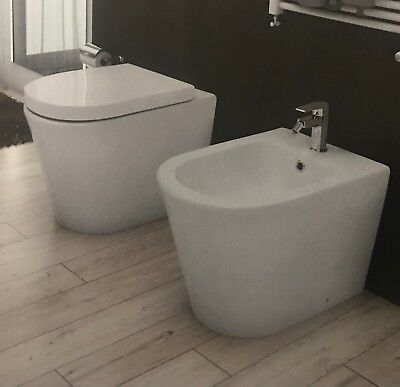 Sanitari a terra filo muro parete wc bidet ceramica sedile soft close design