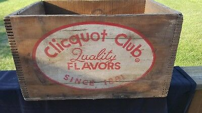 Vintage Clicquot Club Soda POP WOODEN CRATE RARE FIND! GREAT GRAPHICS MUST HAVE!