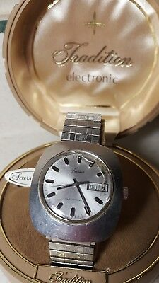 SWISS MADE TRADITION ELECTRONIC VINTAGE DAY DATE WATCH LARGE SIZE works