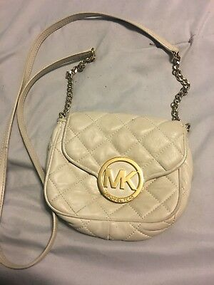 de7a67004ad4 MICHAEL KORS - Leather Crossbody Or Messenger Style Bag - Pearl Gray ...