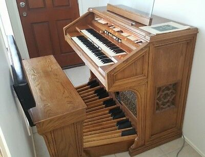 Hammond 820 console Organ plus bench, pedal board and manual book