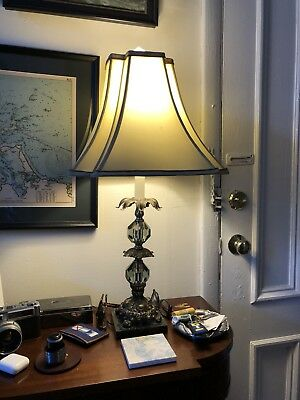 Beautifully detailed,  art decorated Victorian-style antique lamp WORKING