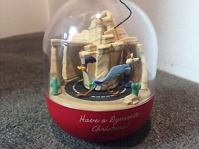 1993 Hallmark Magic Looney Tunes Road Runner & Wile E Coyote Motion Ornament