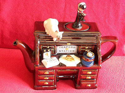 Marvellous Very Rare Large Teapottery Steam Station Desk & Cat Teapot In Ex Con