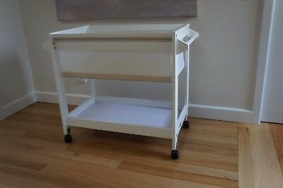 White Grotime Patsy Bassinet In Excellent Condition