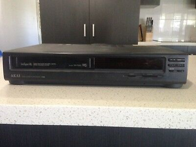 AKAI Video Cassette Recorder VHS VCR Player Model VS-F262 PAL Used No Cables