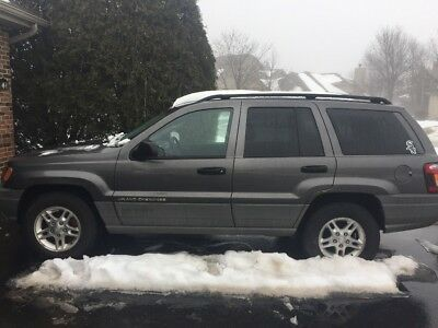 2002 Jeep Cherokee Gray elling a 2002 Jeep Grand Cherokee Laredo
