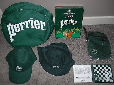 lot d'objets pubs PERRIER sacoche, sac à dos, jeu de dames, jeu video casquette