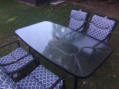 5 Piece Outdoor Setting/ Table And Chairs