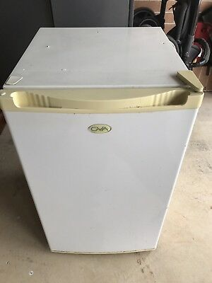 Bar Fridge Working Condition Small Freezer 118L Total white Used