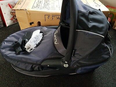 Quinny Buzz Dreami carrycot & adaptors & fly net