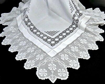 "IRISH 4 Leaf CLOVERS Infinity Lace & Linen Teacloth Tablecloth 48"" Antique FINE!"