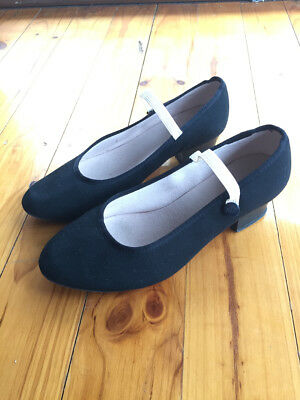 Bloch character shoes with cuban heel size 6.5 in great condition