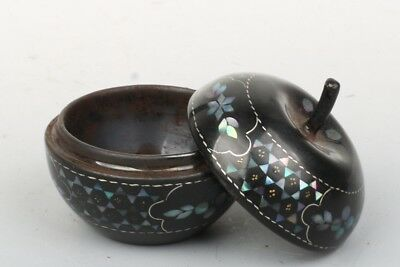 Chinese Exquisite Hand-carved flower pattern lacquerware mosaic shell box