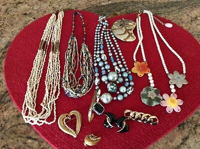 Lot Of the 12 Piece s Of Vintage Costume Jewelry