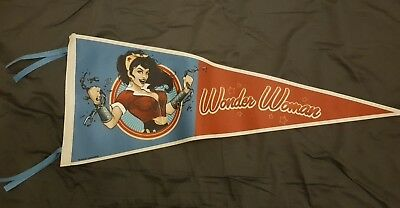 DC Bombshells: Wonder Woman Felt Pennant. Cryptozoic Entertainment