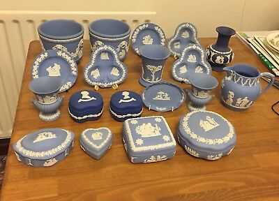 wedgewood blue bundle mainly light col pieces but there are also a few dark navy