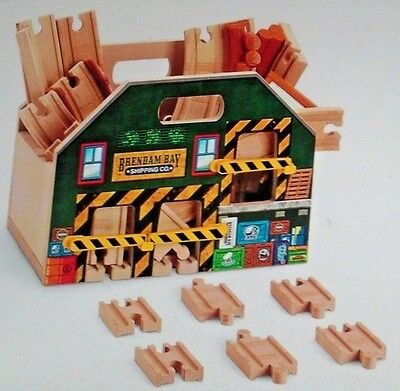 Thomas & Friends Wooden Railway Store and Play Carry Case BLN06