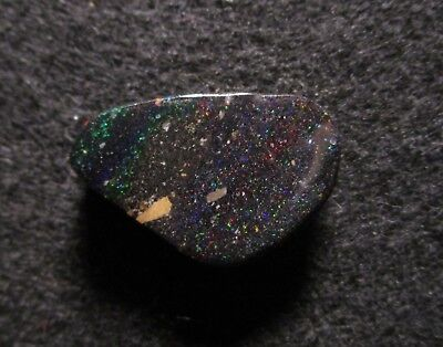 Black Matrix Opal aus Honduras Multicolour 24,30 ct