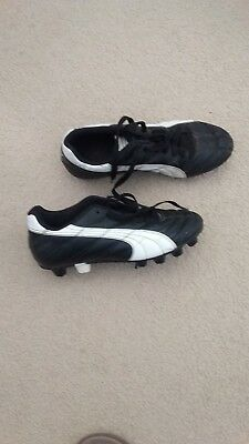 AFL Puma Footy Boots, Black & White Size UK5/US6, Good condition, heaps of wear!