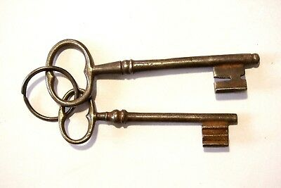 Antique Large Iron Skeleton Set 2 Keys 19C.jail gate castle cast lock 15, 12.5cm
