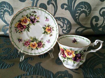 Vintage Rosina China Co. Queen's Tea Cup & Saucer Set - NICE