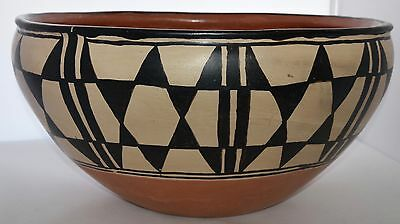 Early Santo Domingo pueblo Native American huge dough bowl pottery painted