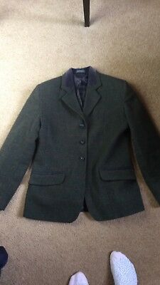 "34"" tagg tweed showing/hunting jacket. Good used condition. Fox head buttons."