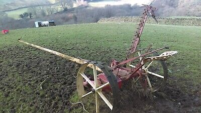 Horse drawn finger bar mower/can load with digger