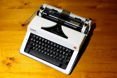 Olympia Monica De Luxe Typewriter Vintage Great Working Condition!