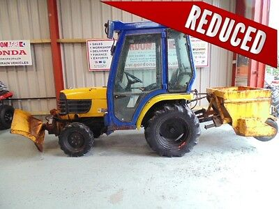 Kubota B2400, 2006, 4WD, Compact Tractor, c/w snow blade and spreader