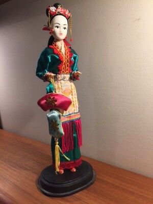 "BEAUTIFUL COLLECTOR'S ANTIQUE CHINESE DOLL 10 1/2"" COLORFUL FABRIC, STAND 1950's"