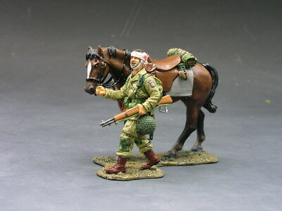 King and (&) Country - DD072 - Paratrooper with Walking Horse - Retired