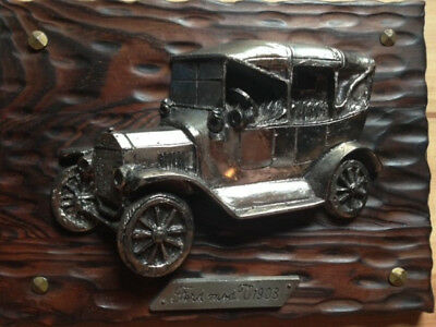 Holzbrett mit Relief aus Metall FORD T 1908