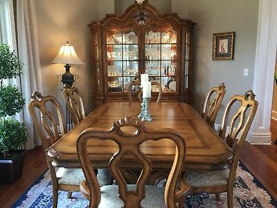 Thomasville Hills Of Tuscany Dining Room Set