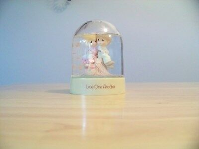 """Precious Moments Enesco """"Love One Another"""" Water Globe/Flower Dome, 1983"""