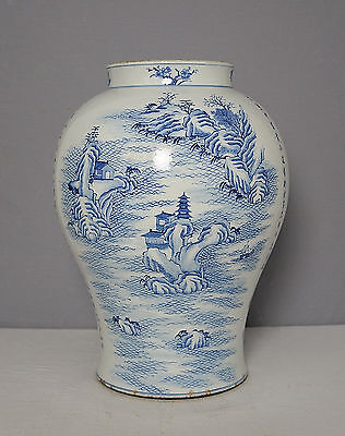 Large  Chinese  Blue and White  Porcelain  Jar    M1510