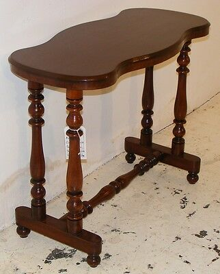 Good Quality Antique Victorian Mahogany Kidney Shaped Table