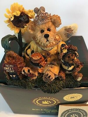 "Boyds Bears "" Victoria Regina Buzzbruin ""Flowers Bees 01999-71 New in BOX !!!"