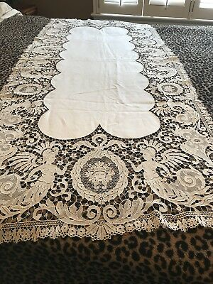 Exquisite Figural Lace Banquet Runner