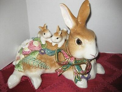 Fitz and Floyd Classics Woodland Spring Mother Rabbit with Bunnies Figurine