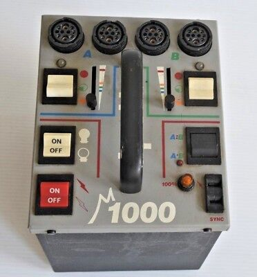 DYNALITE M1000 STROBE WITH 3 FAN COOLED 1836 HEADS, 4 FLASH HEAD CORDS. Working