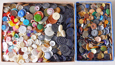 Antique Vintage Hundreds Of Multi Color Buttons Sewing Lot Nice Condition