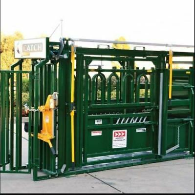 Q-Catch 8300 Vet Crush Double Parallel Squeeze Cattle Crush Complete Package