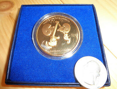 Collectible Bronze Football Medallion Snoopy Peanuts Charlie Brown Enviromint