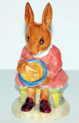 """1972 Royal Doulton Made in England Buntie Bunnykins """"Helping Mother"""" Figurine"""