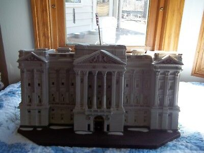 RARE Dept 56 Buckingham Palace Limited Edition #00517 of 12000. date 2005