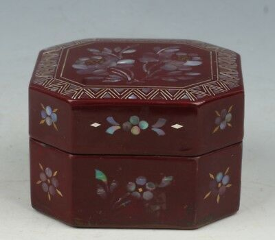 Chinese Exquisite Handmade Floral pattern mother-of-pearl lacquerware box