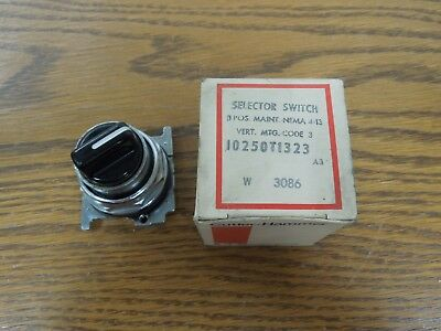 Cutler-Hammer 10250T1323 3 Position Selector Switch Maintained Surplus
