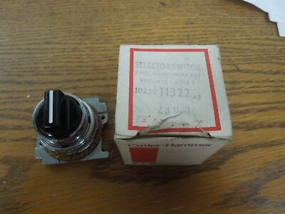 Cutler-Hammer 10250T1322 3 Position Selector Switch Maintained Surplus